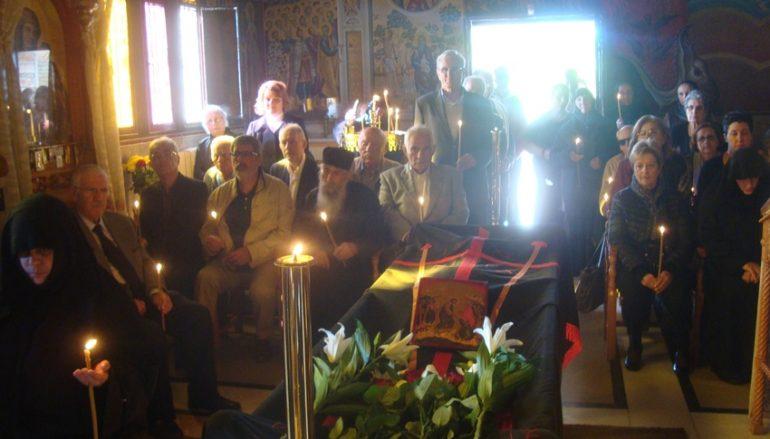 Η Εξόδιος Ακολουθία της Προηγουμένης της Ι. Μονής Οσίου Παταπίου (ΦΩΤΟ)