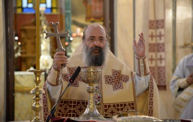 Ἡ Θεία Λειτουργία τοῦ Ἁγ. Ἰακώβου τοῦ Ἀδελφοθέου στήν Ι. Μ. Πατρῶν (ΦΩΤΟ)