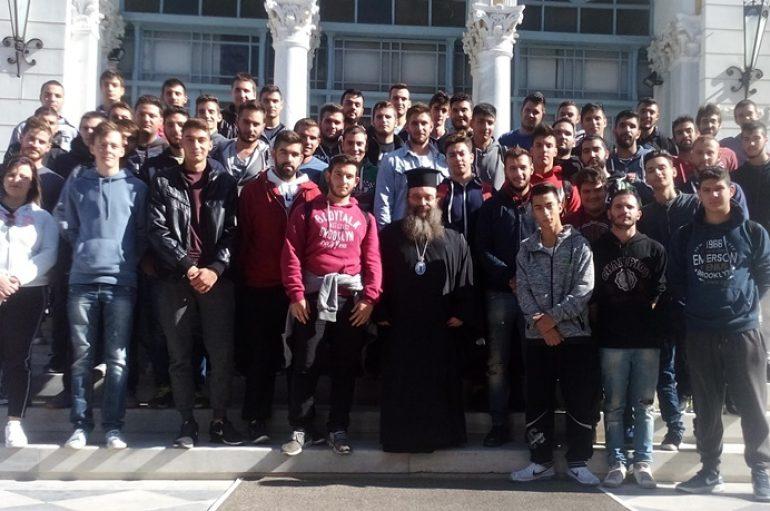 Δωρεάν οι στολές των πρωτοετών φοιτητών της ΑΕΝ από το Μητροπολίτη Χίου