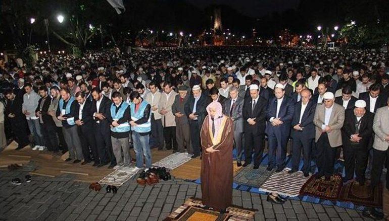 Ομαδική προσευχή μουσουλμάνων στη Σκάλα Λακωνίας