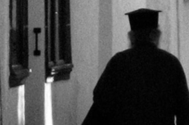 Φυλάκιση 13 μηνών στον ιερέα που πυροβόλησε το σκύλο του