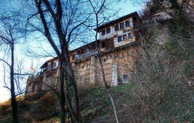 Βράχος έπεσε στην πτέρυγα των κελιών της Ι. Μ. Τιμίου Προδρόμου Βεροίας