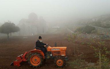 Έναρξη καλλιέργειας της γης από τον Μητροπολίτη Μαντινείας Αλέξανδρο (ΦΩΤΟ)