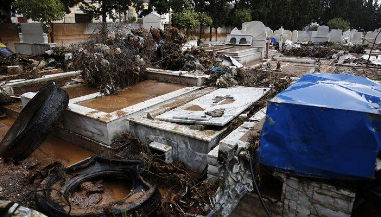 Μακάβριες εικόνες από το νεκροταφείο της Μάνδρας (ΦΩΤΟ)