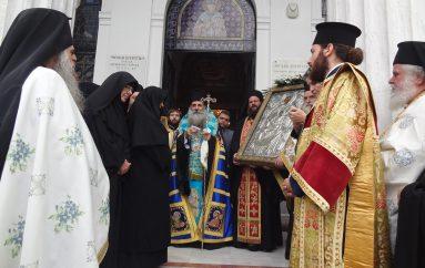 Με λαμπρότητα ο Πειραιάς υποδέχθηκε την Παναγία Χρυσολεόντισσα (ΦΩΤΟ)