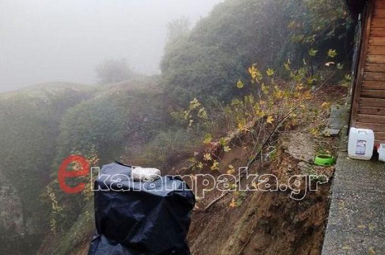 Κατέρρευσε πλαγιά στην Μονή Βαρλαάμ στα Μετέωρα
