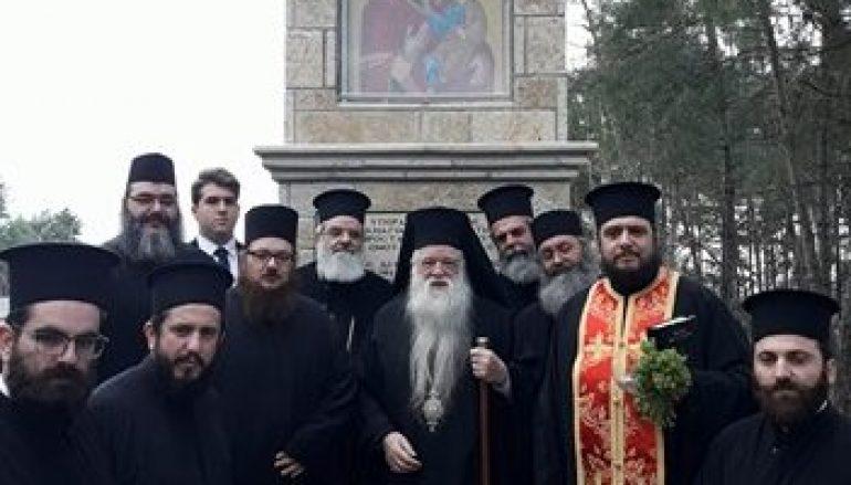 Ψηφιδωτή εικόνα της Παναγίας Τρυπητής στην είσοδο του Αιγίου (ΦΩΤΟ)