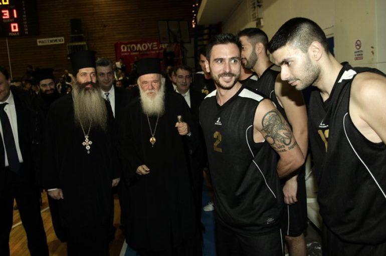 Ο Αρχιεπίσκοπος στον Φιλανθρωπικό αγώνα μπάσκετ για τους πλημμυροπαθείς