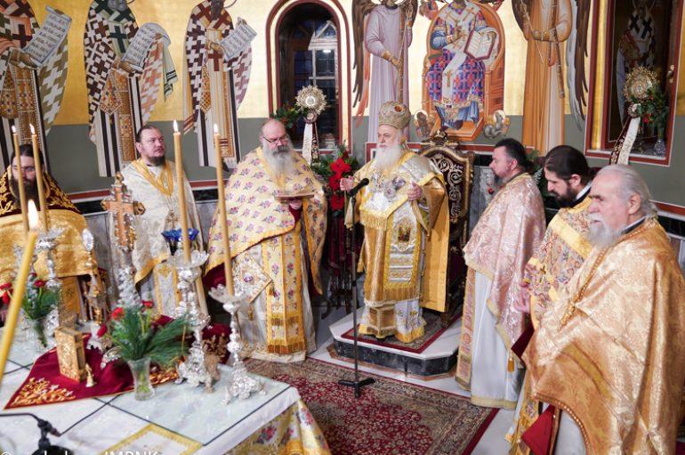 Η Χριστουγεννιάτικη Θ. Λειτουργία στην Ι. Μητρόπολη Βεροίας (ΦΩΤΟ)