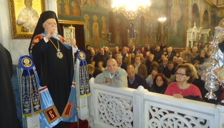 Πλήθη πιστών στον Εσπερινό του Αγ. Νικολάου Καλλιθέας (ΦΩΤΟ)