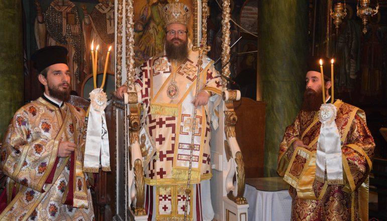 Αρχιερατική Θ. Λειτουργία στην Ι. Μ. Παναγίας Φανερωμένης Σαλαμίνος (ΦΩΤΟ)