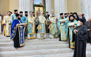 Πάνδημη λιτάνευση της Ιεράς Εικόνας του Αγ. Νικολάου στον Πειραιά (ΦΩΤΟ)