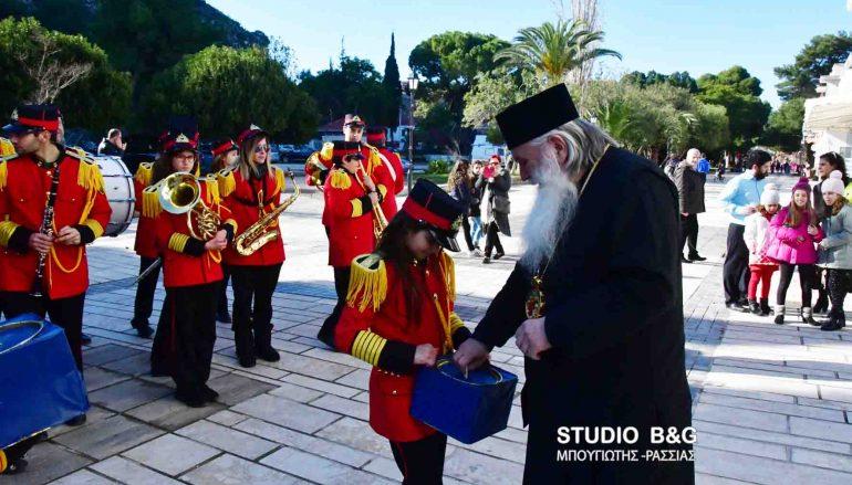 Παραδοσιακά κάλαντα άκουσε ο Μητροπολίτης Αργολίδος (ΦΩΤΟ)
