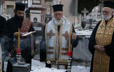 Τρισάγιο στο μνημείο των μακαριστών Μητροπολιτών Μαντινείας και Κυνουρίας