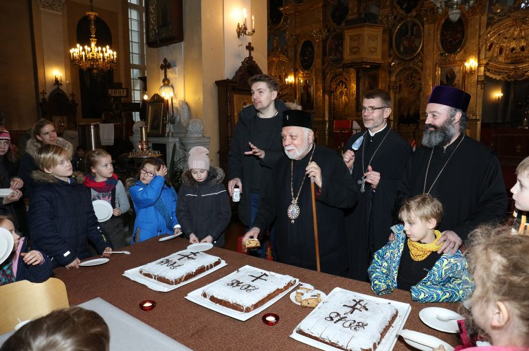 Κοπή Βασιλόπιτας στην Εκκλησία της Εσθονίας (ΦΩΤΟ)