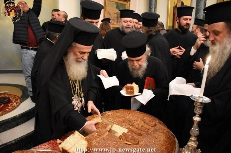 Ο Ιεροσολύμων Θεόφιλος έκοψε τη Βασιλόπιτα στο Πατριαρχείο (ΦΩΤΟ)