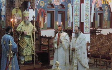 Συνεχίζεται το προσκύνημα του Τιμίου Σταυρού στην Άρτα (ΦΩΤΟ)