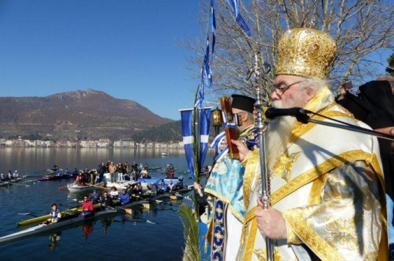 Ο εορτασμός των Θεοφανείων στη λίμνη της Καστοριάς (ΦΩΤΟ)