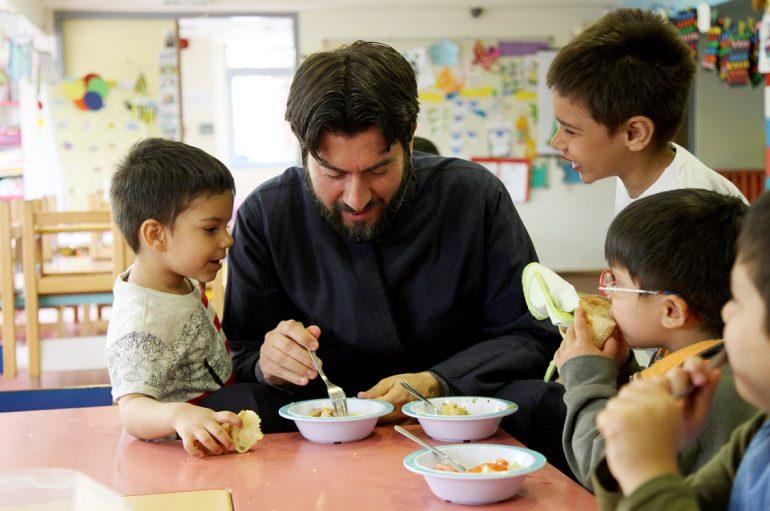 Η «Κιβωτός του Κόσμου» αναζητά οικογένειες για την ανατροφή ενός παιδιού
