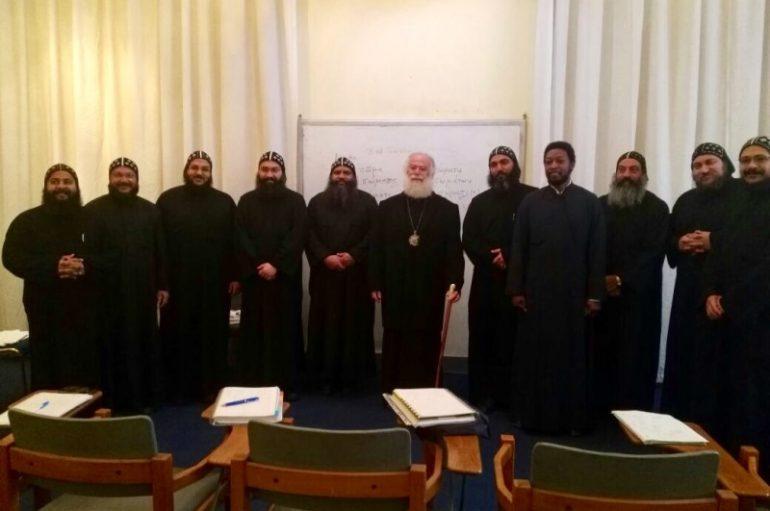 Μοναχοί της Κοπτικής Εκκλησίας μαθαίνουν Ελληνικά