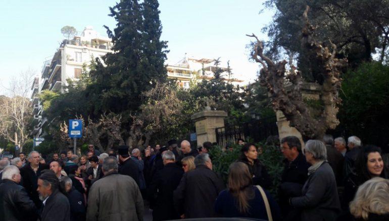 Μανιάτες έφθασαν στην Ι. Σύνοδο και αναμένουν την εκλογή (ΦΩΤΟ)