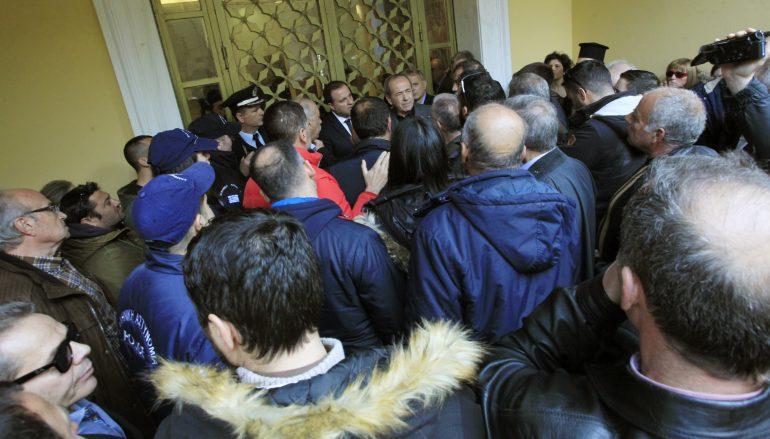 """Δημοτικοί Σύμβουλοι Μάνης: """"Καταδικάζουμε όσα συνέβησαν στο Συνοδικό Μέγαρο"""""""