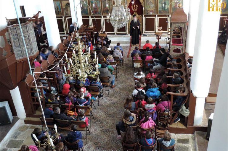 Μαθητές Δημοτικού επισκέφθηκαν τον Μητροπολίτη Άρτης (ΦΩΤΟ)