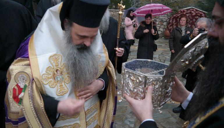 Η Καλαμπάκα υποδέχθηκε την Κάρα του Αγ. Θεοδώρου του Στρατηλάτου (ΦΩΤΟ)