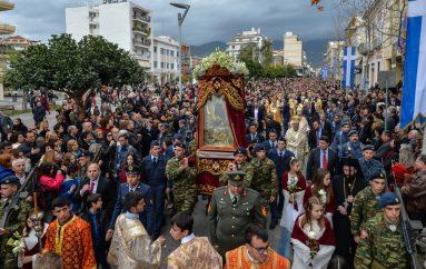 Χιλιάδες πιστών στην Καλαμάτα για την Πολιούχο Παναγία Υπαπαντή (ΦΩΤΟ)