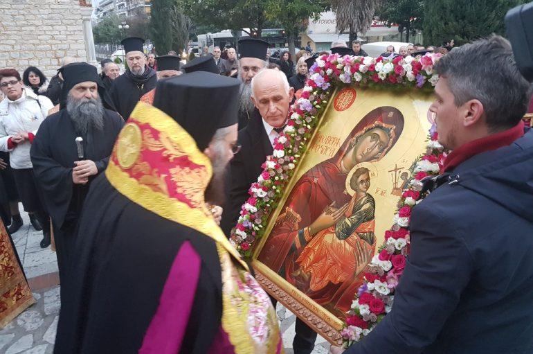 Τα Τρίκαλα υποδέχθηκαν την Εικόνα της Παναγίας «Φοβεράς Προστασίας» (ΦΩΤΟ)