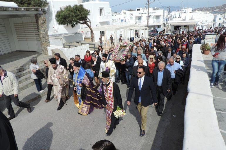 Οι Μυκόνιοι συνόδευσαν την Παναγία Τουρλιανή στο Καστρομονάστηρό της