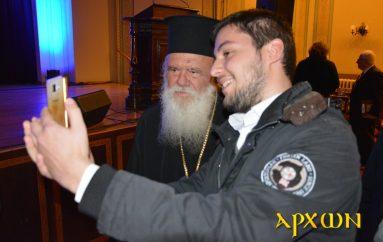 H Selfie φωτογραφία με τον Αρχιεπίσκοπο Ιερώνυμο
