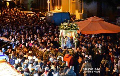Χιλιάδες πιστοί στον Ι. Ναό Ευγγελιστρίας Ναυπλίου (ΦΩΤΟ)