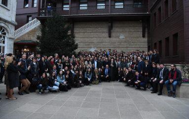 Οικ. Πατριαρχείο: «Είσθε τα παιδιά του Facebook και του instagram»
