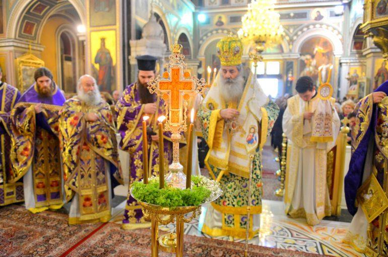 Η εορτή της Σταυροπροσκυνήσεως στην Ι. Μ. Πειραιώς (ΦΩΤΟ)