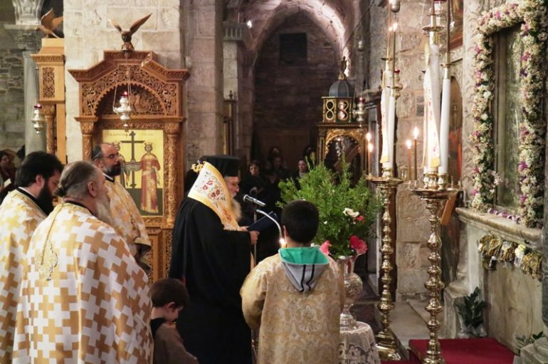 Η Ακολουθία των Χαιρετισμών στο Ι. Προσκύνημα Παναγίας Εκατονταπυλιανής