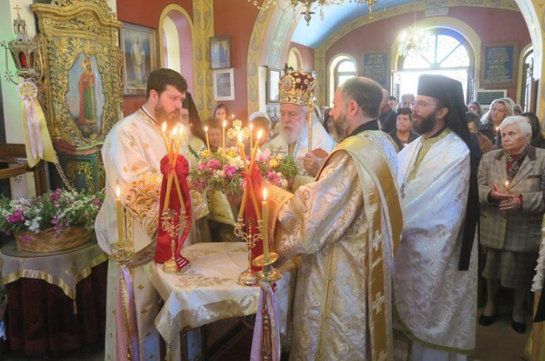 Κηριακή της Σταυροπροσκυνήσεως στην Ι. Μητρόπολη Σύρου (ΦΩΤΟ)