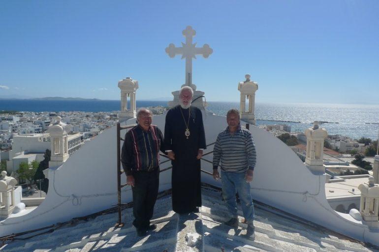 Ο Μητροπολίτης Σύρου στα δώματα της οροφής του Πανιέρου Ναού (ΦΩΤΟ)