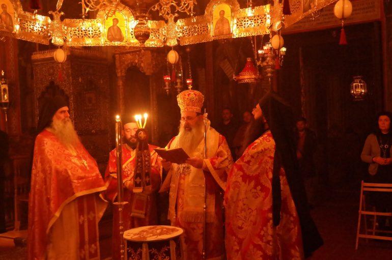 Με Αγρυπνία ύμνησαν την Παναγία τα Αγιοβάδιστα Μετέωρα (ΦΩΤΟ)