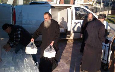 Πασχαλινά δέματα μοίρασε η Ι. Μητρόπολη Καστορίας (ΦΩΤΟ)