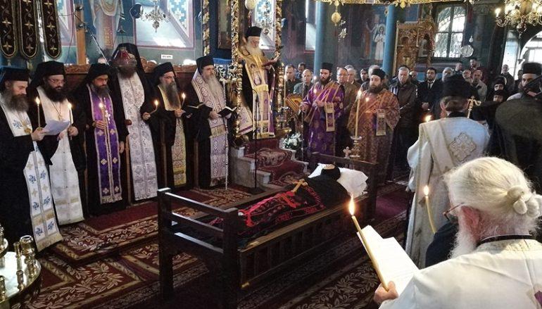 Εξόδιος Ακολουθία της Ηγουμένης της Ι. Μονής Αγίας Τριάδος Εδέσσης (ΦΩΤΟ)