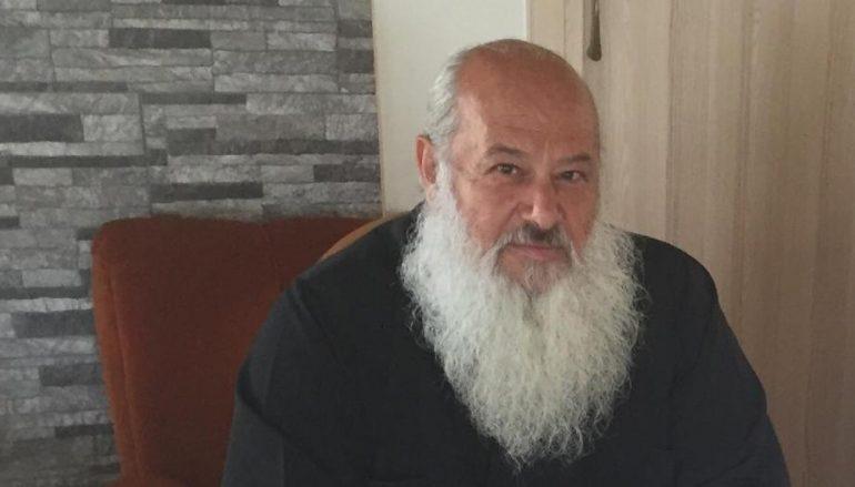 """Στυλιανός Σάββα: """"Δεν πρόκειται να βγάλω τα ράσα"""" (BINTEO)"""