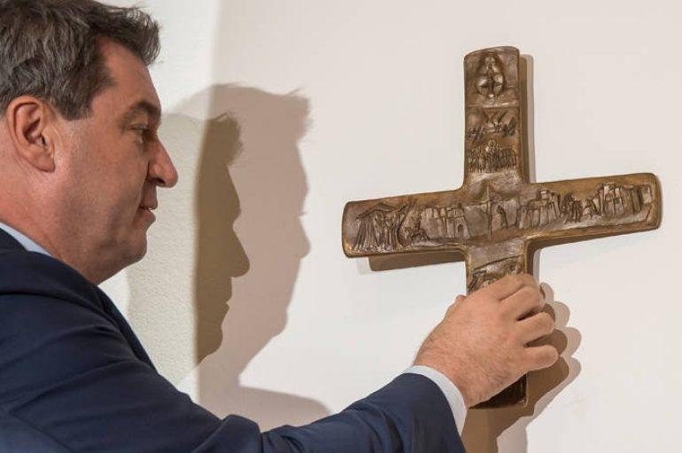 Επαναφέρουν τον Σταυρό σε όλα τα κυβερνητικά κτήρια της Βαυαρίας