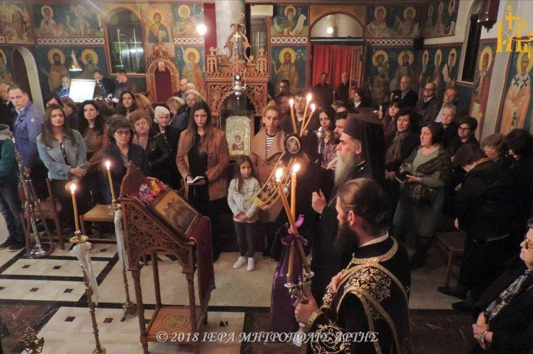 Η Ακολουθία του Νιπτήρος στην ενορία Αγίων Αποστόλων Άρτης (ΦΩΤΟ)