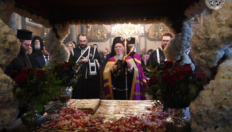 Η Ακολουθία της Αποκαθηλώσεως στο Οικουμενικό Πατριαρχείο (ΦΩΤΟ)