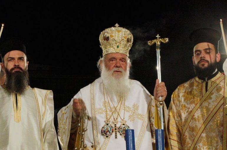Ο Αρχιεπίσκοπος σταμάτησε το Χριστός Ανέστη και έψαλε τον Εθνικό Ύμνο