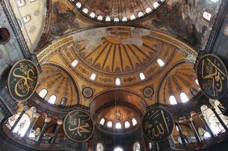 Νέοι καλούν σε προσευχή στην Αγιά Σοφιά ενόψει της έναρξης του Ραμαζανιού