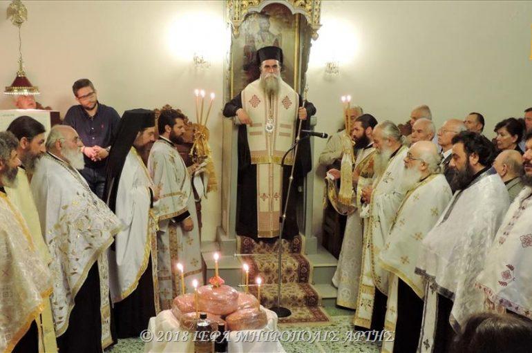 Εσπερινός του Ευαγγελιστού Ιωάννου του Θεολόγου στην Άρτα (ΦΩΤΟ)