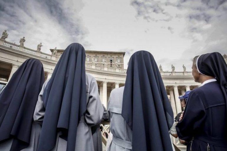 """Βατικανό προς καλόγριες: """"Αφήστε Facebook και Twitter και πιάστε…την προσευχή"""""""