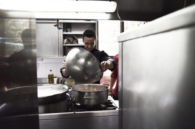 """Ένας Master Chef στην κουζίνα με τα παιδιά της «ΑΠΟΣΤΟΛΗΣ"""""""